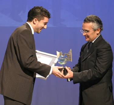 Pierre J. Mejlak receives the Malta Journalism Award for Best E-Journalism in 2004